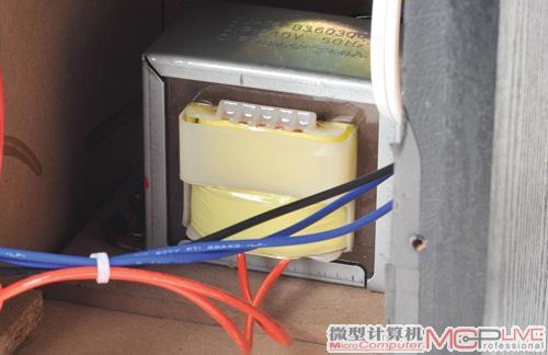 3颗汤姆逊tda7265功放芯片分别推动高/低单元;以聚丙稀电容进行分频以